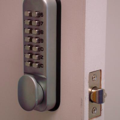 Handyman-Services-London-Lock-Fitting